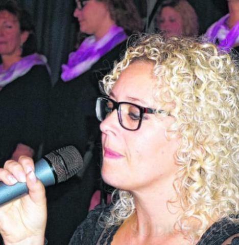 Die musikalische Leiterin von Chor Voices, Melanie Groß, begeisterte mit ihren Soli.